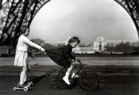 doisneau_effeil_enfant-bicyclette