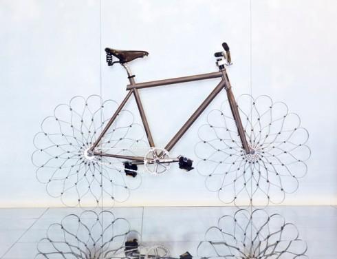 design Ron arad roues acier