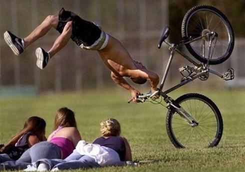 moment parfait chute en vélo